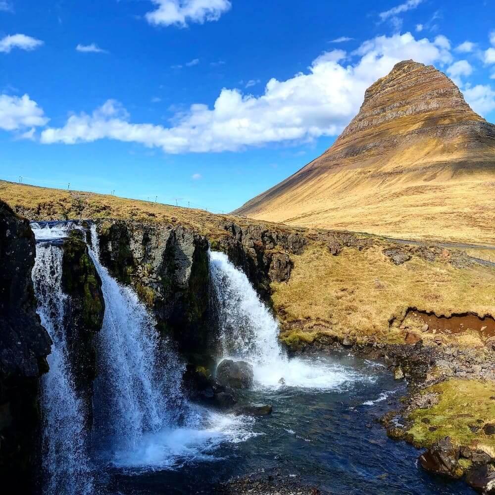 Kirkjufell en de Kirkjufellfoss op schiereiland Snaefellsnes