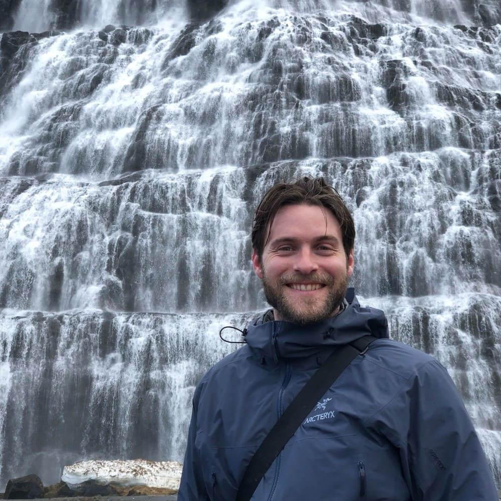 De trapsgewijze Dyndjandifoss waterval