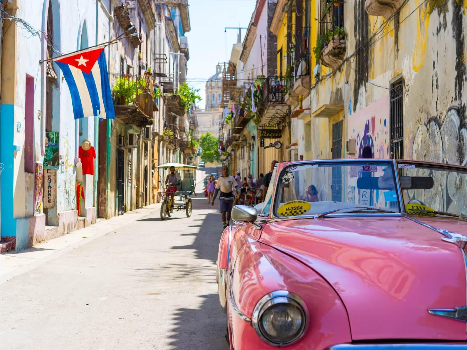 Oldtimers - Deze prachtig gekleurde auto's zijn niet te missen wanneer je in Cuba bent