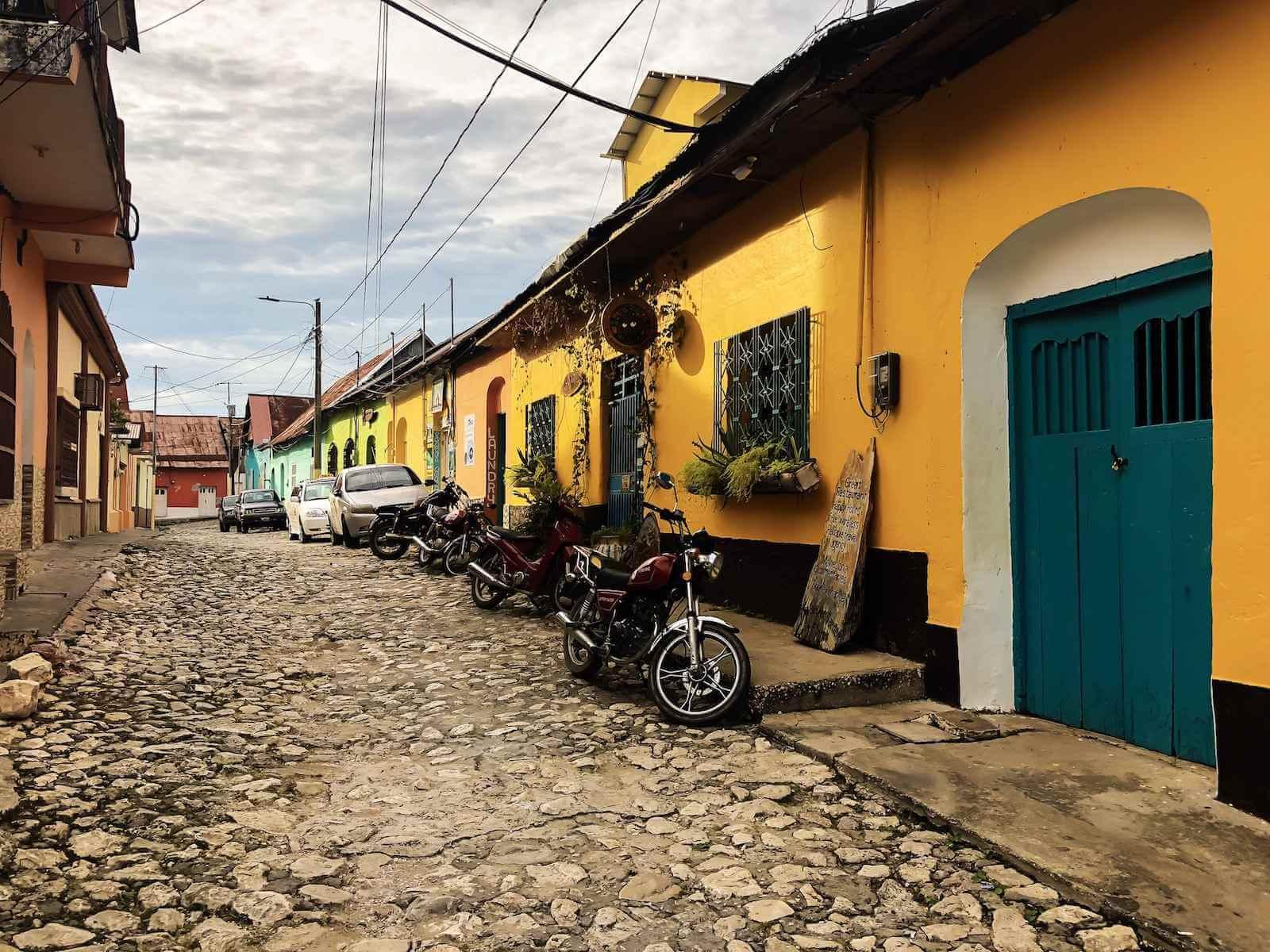 straten-van-flores-guatemala