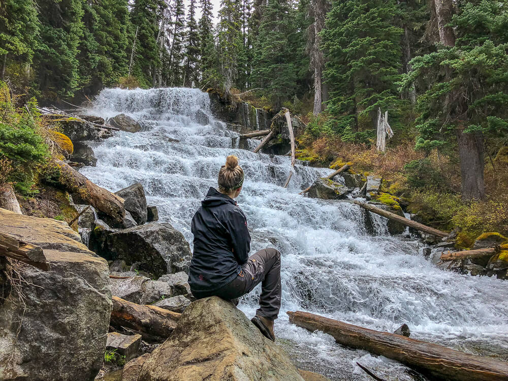 Joffre Lakes waterval - by NOMADS