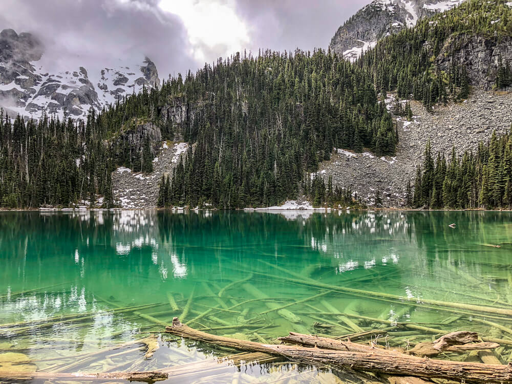 Middle Joffre Lake - by NOMADS