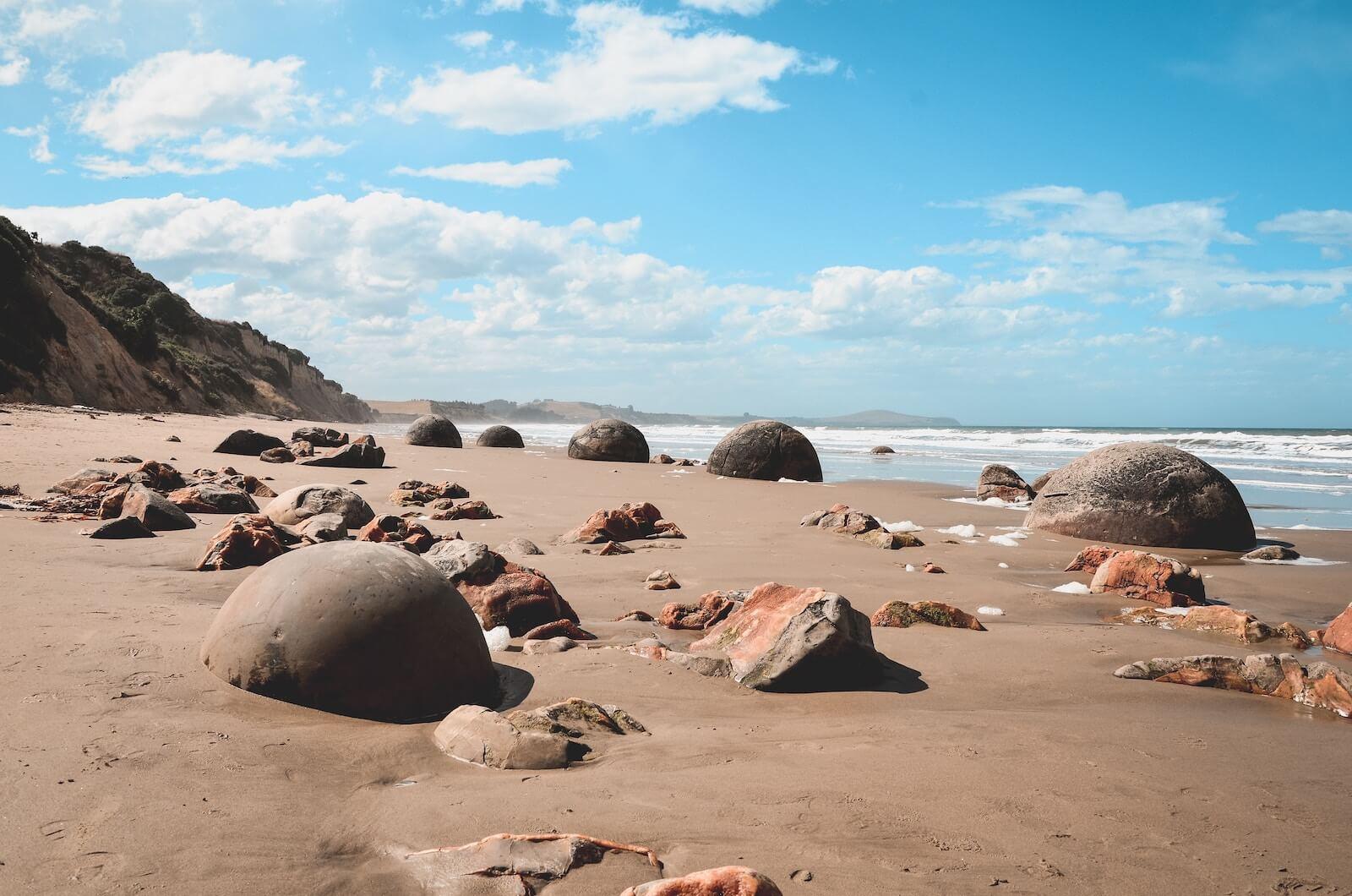 Moeraki Boulders - Bezienswaardigheden Zuidereiland Nieuw-Zeeland