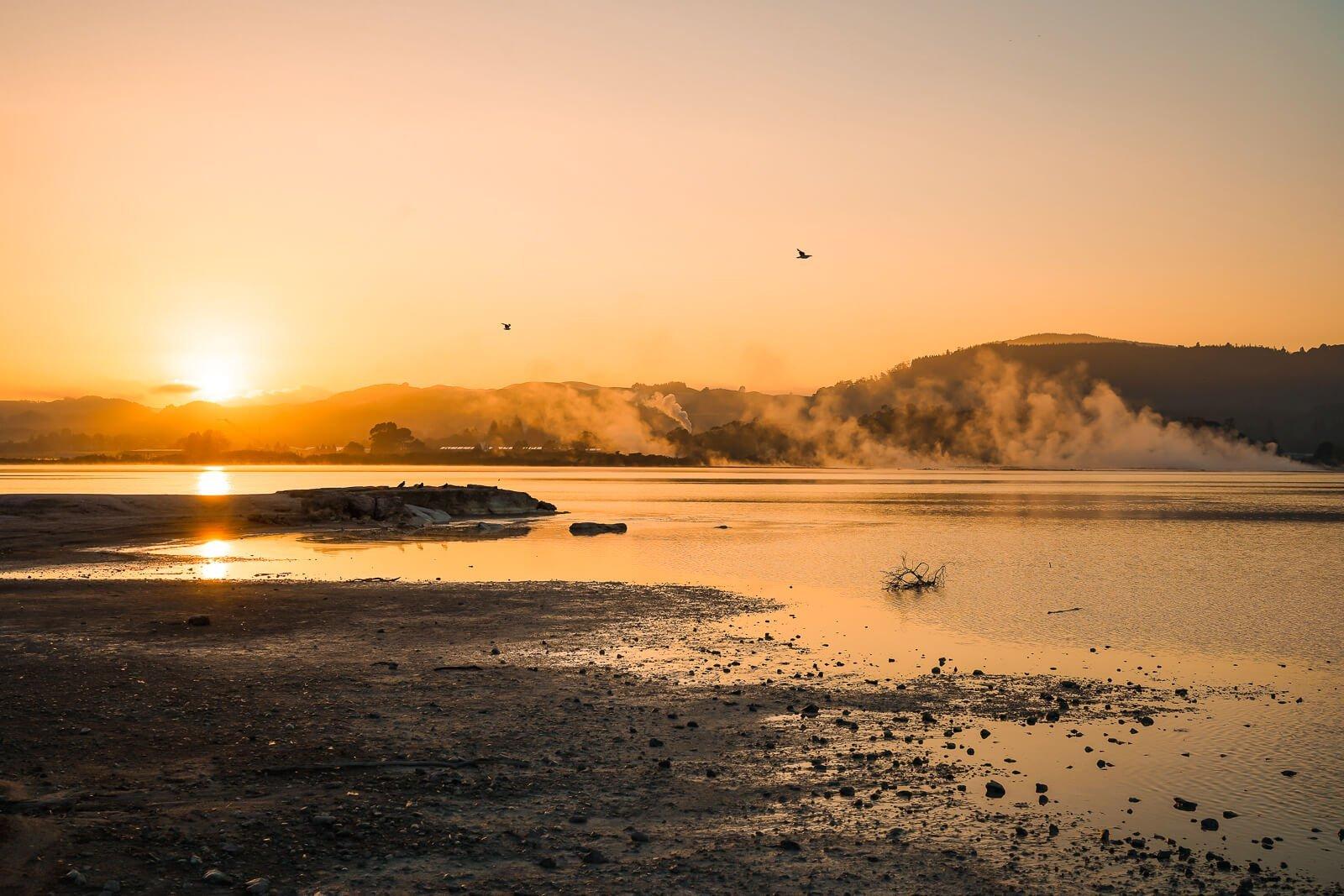 Zonsondergang bij Rotorua - by NOMADS