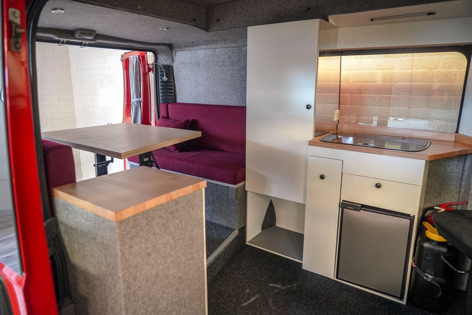 Interieurvoorbeeld budgetvriendelijk camper B&S autoaanpassingen