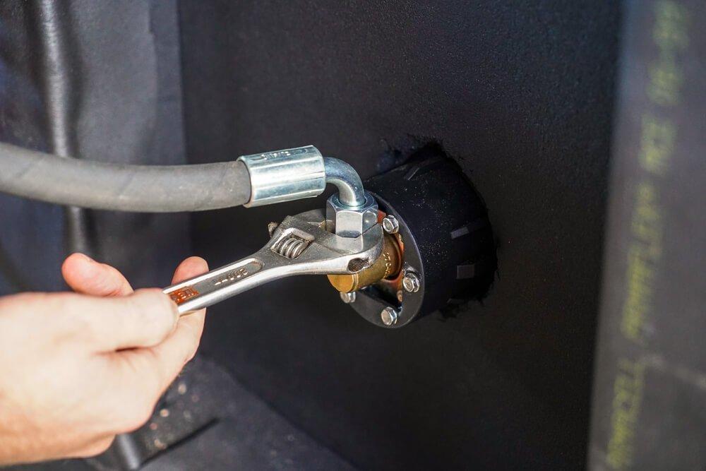 Gasslang aansluiten op LPG tank