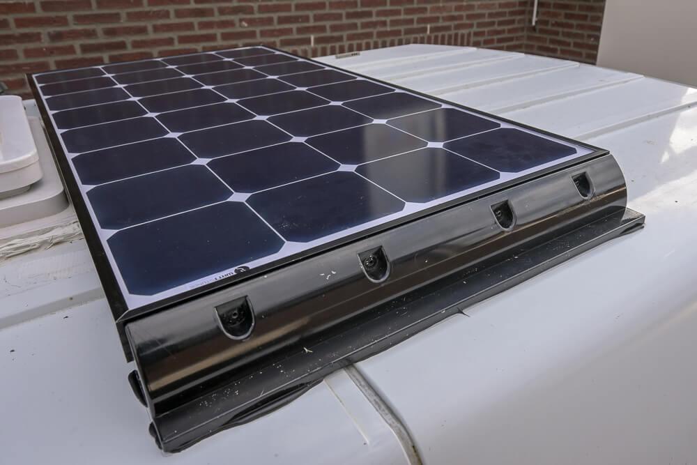 Gemonteerd zonnepaneel - by NOMADS
