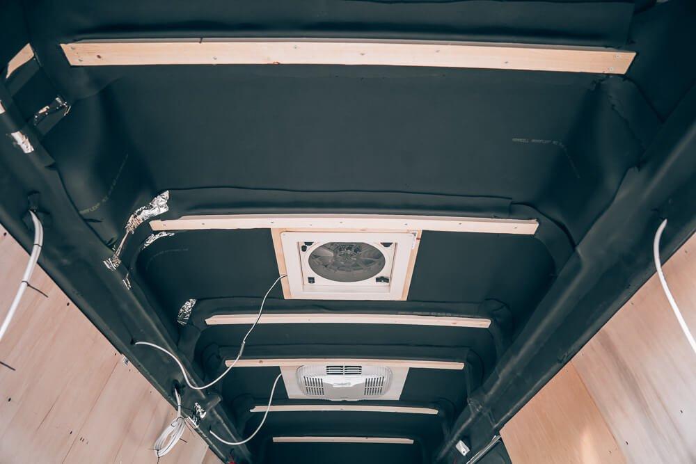 Houten raamwerk camper plafond