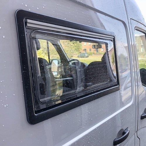 Inbouw camper raam