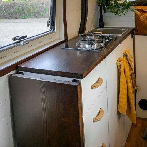 Keukenblad gemaakt van timmerpaneel