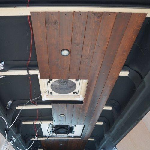 Plafond camper gemaakt van schroten