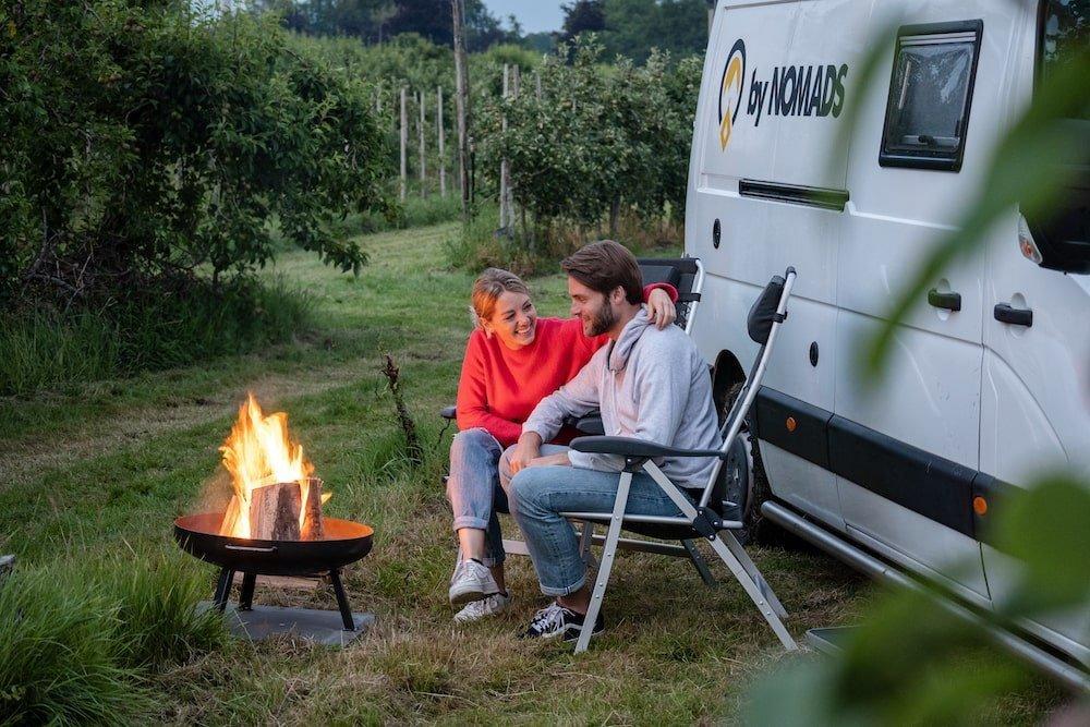 Camper voor het kampvuur - by NOMADS