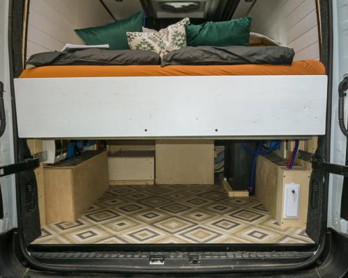 Camper lengtebed met veel opbergruimte